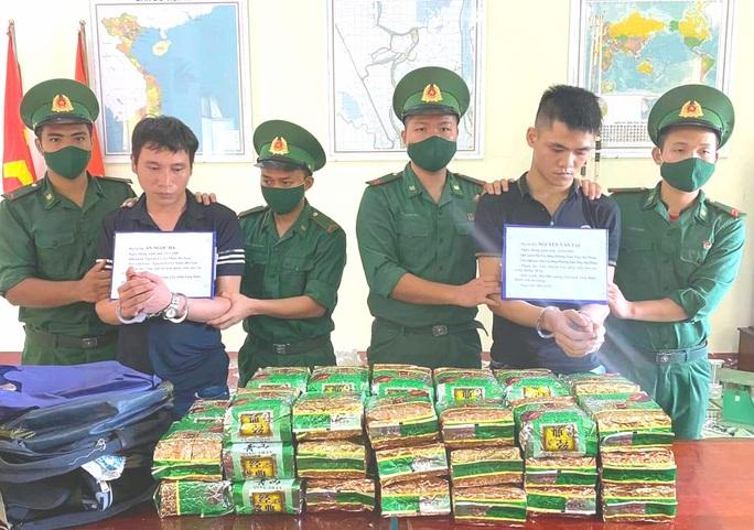 Bắt 2 thanh niên từ Hà Nam, Hải Phòng vào An Giang vận chuyển 40kg ma túy đá - Ảnh 2.