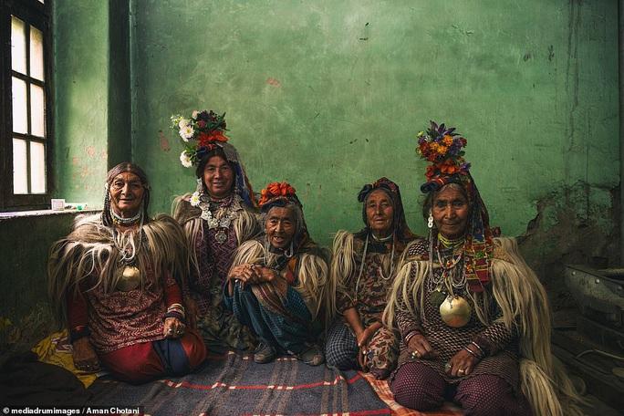 Thú vị loạt ảnh các bộ tộc độc đáo Ấn Độ - Ảnh 5.