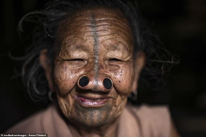 Thú vị loạt ảnh các bộ tộc độc đáo Ấn Độ - Ảnh 10.