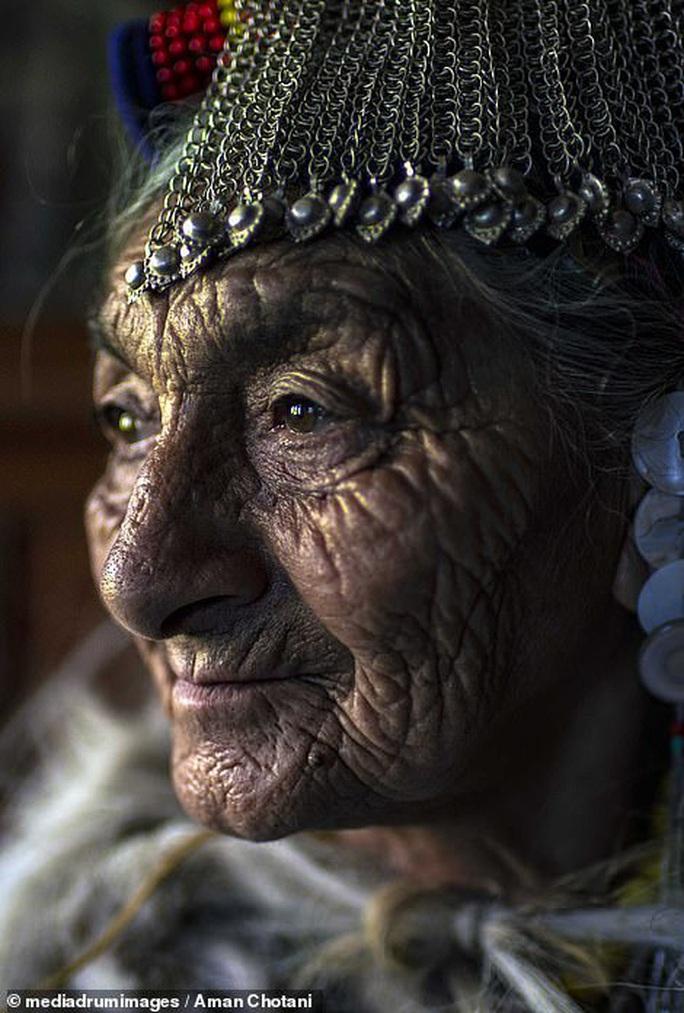 Thú vị loạt ảnh các bộ tộc độc đáo Ấn Độ - Ảnh 4.