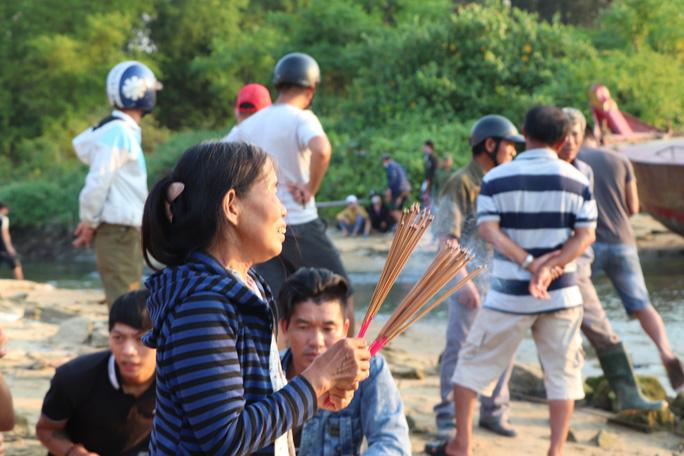 Vụ lật thuyền ở Quảng Nam: Người nhà khóc cạn nước mắt - Ảnh 8.