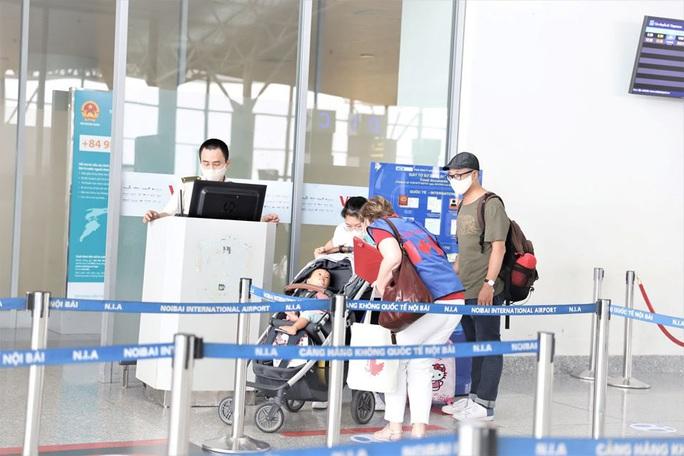 Đưa 276 công dân Việt Nam từ Canada về nước - Ảnh 5.