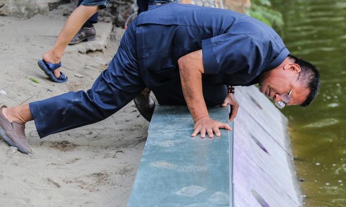 CLIP: Cảnh chuyên gia soi chất lượng, thẩm mỹ việc tôn tạo bờ kè hồ Gươm - Ảnh 2.
