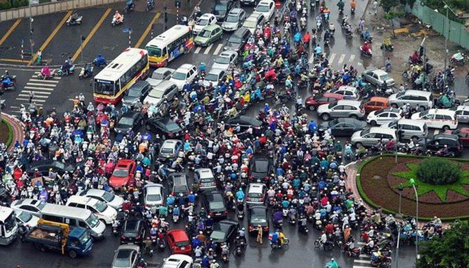 Dự thảo Luật Giao thông đường bộ (sửa đổi): Phải bật đèn xe máy cả ngày, vượt đèn xanh tại nút giao ùn tắc cũng bị phạt - Ảnh 2.