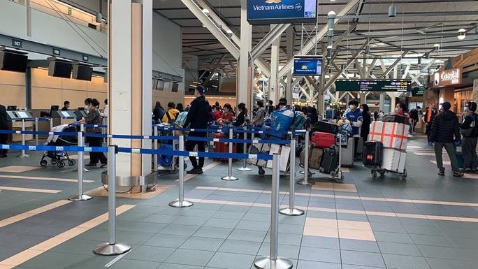 Đưa 276 công dân Việt Nam từ Canada về nước - Ảnh 8.