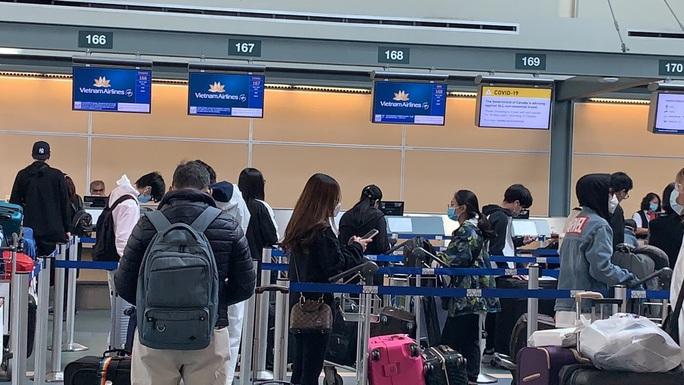 Đưa 276 công dân Việt Nam từ Canada về nước - Ảnh 9.