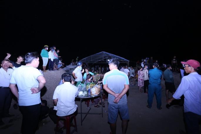 Vụ lật thuyền ở Quảng Nam: Người nhà khóc cạn nước mắt - Ảnh 17.