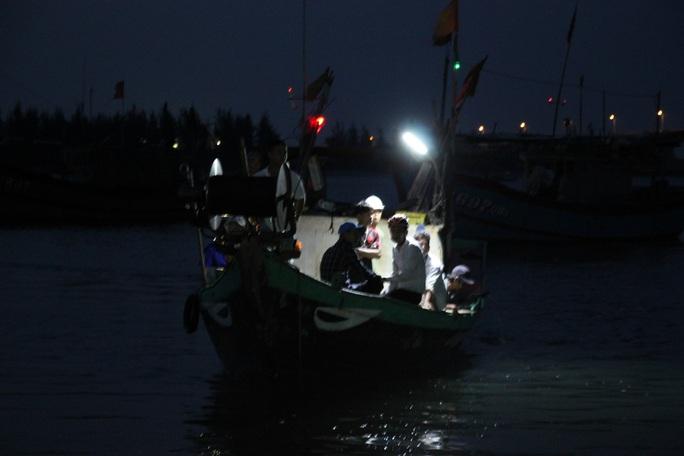Vụ lật thuyền ở Quảng Nam: Người nhà khóc cạn nước mắt - Ảnh 15.