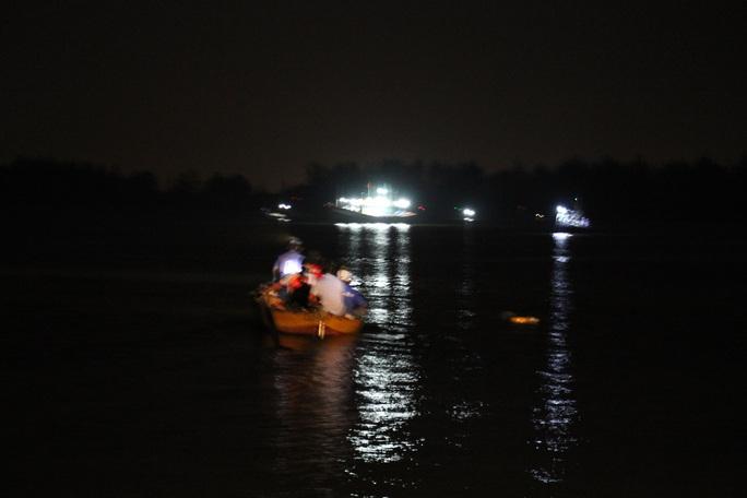 Vụ lật thuyền ở Quảng Nam: Người nhà khóc cạn nước mắt - Ảnh 14.