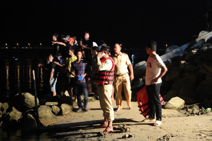 Vụ lật thuyền ở Quảng Nam: Người nhà khóc cạn nước mắt - Ảnh 11.