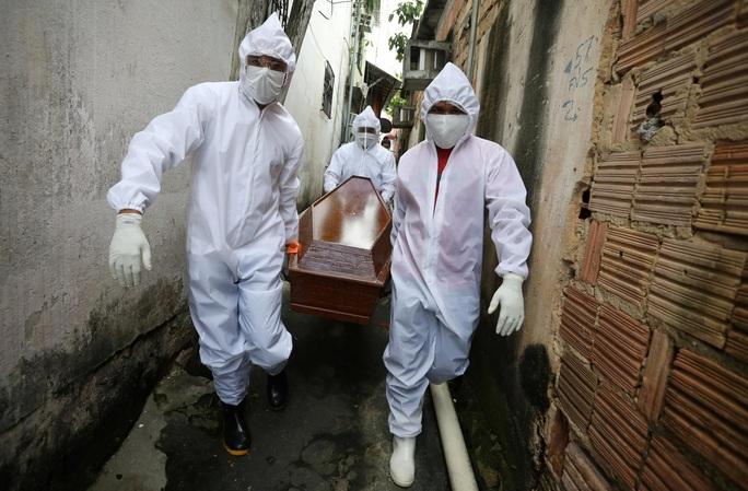 Covid-19: Brazil ghi nhận số ca tử vong trong ngày cao kỷ lục - Ảnh 2.