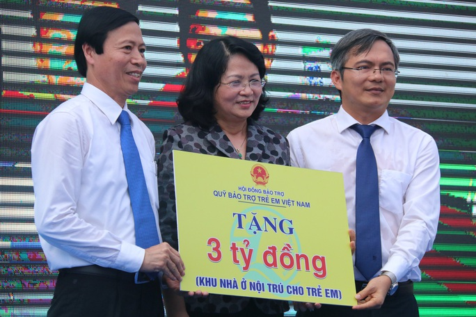 Phó Chủ tịch nước đem niềm vui cho trẻ em Quảng Nam nhân ngày Tết thiếu nhi - Ảnh 2.
