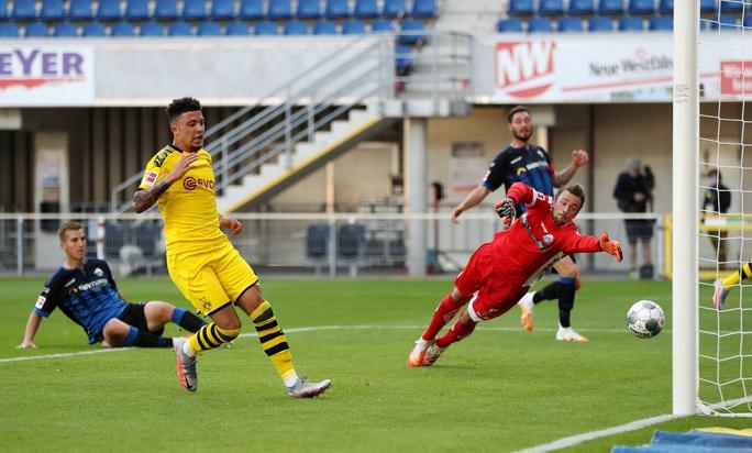Jadon Sancho: Siêu hat-trick và kỷ lục sao trẻ Dortmund - Ảnh 3.