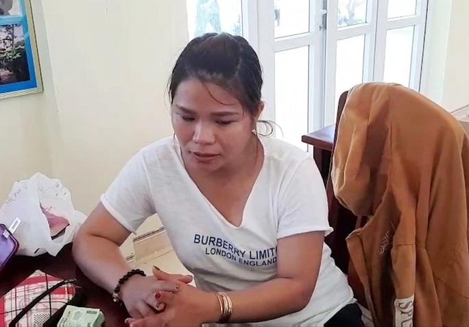 Clip: Bắt kẻ dùng lượng lớn tiền giả lừa tiểu thương Quảng Nam - Ảnh 2.