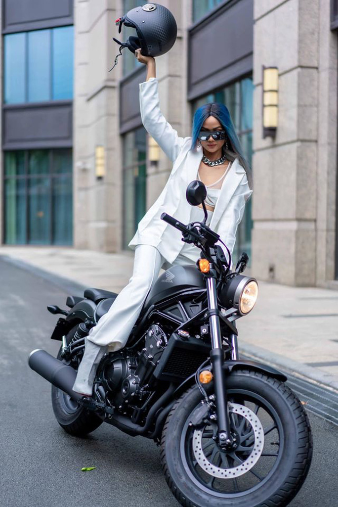 Hoa hậu H'Hen Niê mua mô tô luyện lái để đóng phim - Ảnh 5.