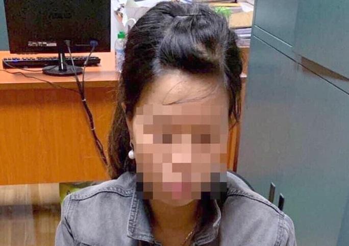 Xác định người mẹ trẻ vứt bỏ con trai sơ sinh dưới hố ga sau 2 ngày mới được tìm thấy - Ảnh 2.