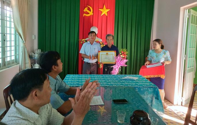 Ông Lực khùng giám sát cao tốc Đà Nẵng - Quảng Ngãi nhận giấy khen - Ảnh 1.