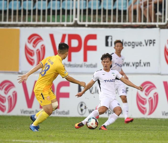 Hoàng Anh Gia Lai thoát hiểm bằng chiến thắng sít sao trước Nam Định - Ảnh 3.