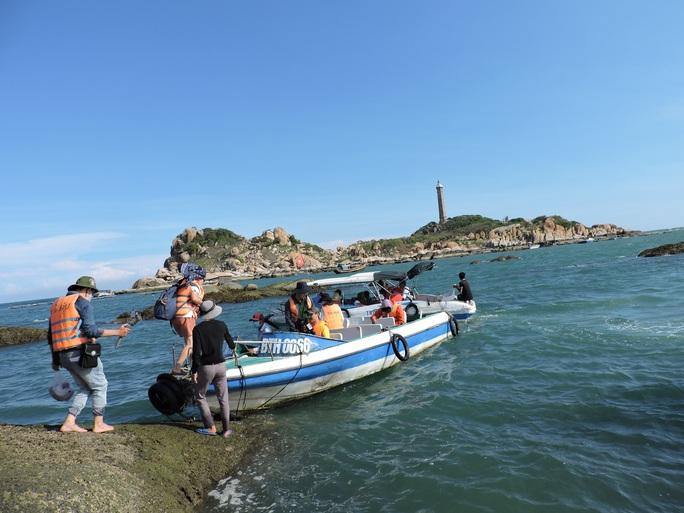 Lội biển qua hải đăng Kê Gà - Ảnh 2.