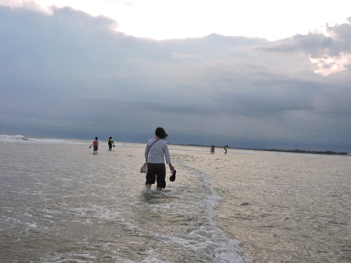 Lội biển qua hải đăng Kê Gà - Ảnh 8.