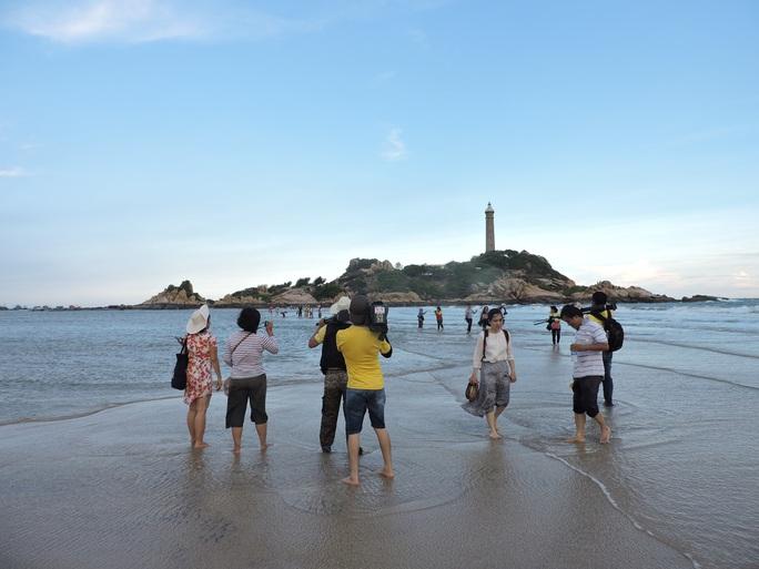 Lội biển qua hải đăng Kê Gà - Ảnh 11.