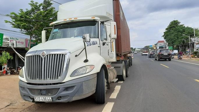 CLIP: Khoảnh khắc kinh hoàng xe tải lao vào chợ làm 5 người chết, 5 bị thương - Ảnh 3.