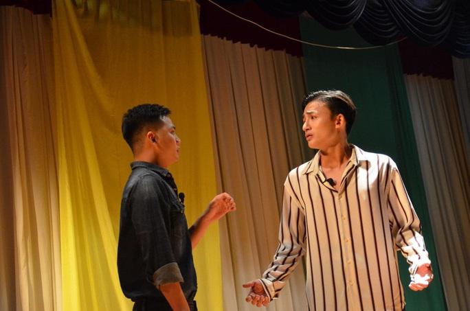 Minh Nhí đỡ đầu nhóm Ngẫm nghĩ cùng kịch - Ảnh 2.