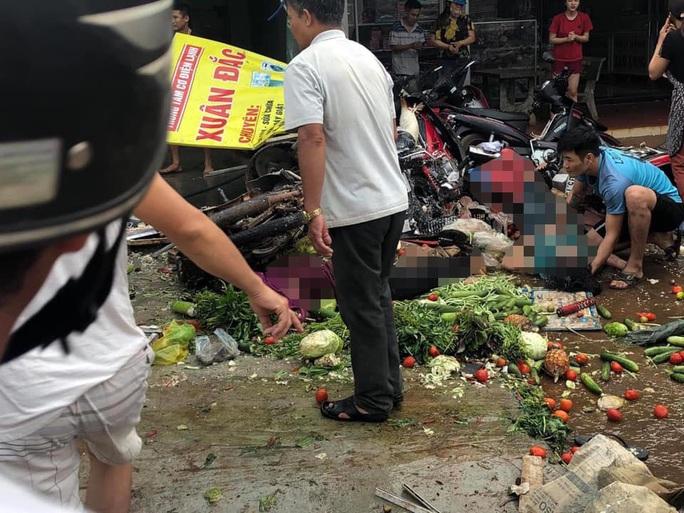 Tai nạn thảm khốc: Xe tải lao vào chợ, người chết và bị thương nằm la liệt - Ảnh 2.