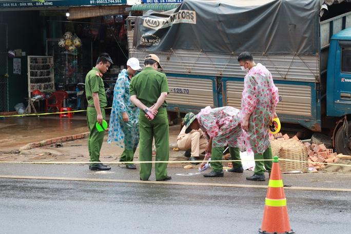 Tạm giữ tài xế gây tai nạn thảm khốc ở Đắk Nông, kiểm tra ma túy và độ cồn - Ảnh 3.