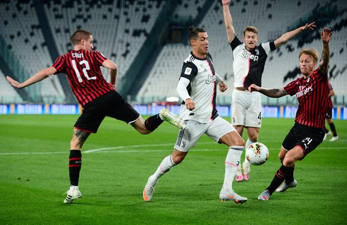 Ronaldo hỏng phạt đền, Juventus phá kỷ lục dự chung kết Coppa Italia - Ảnh 4.