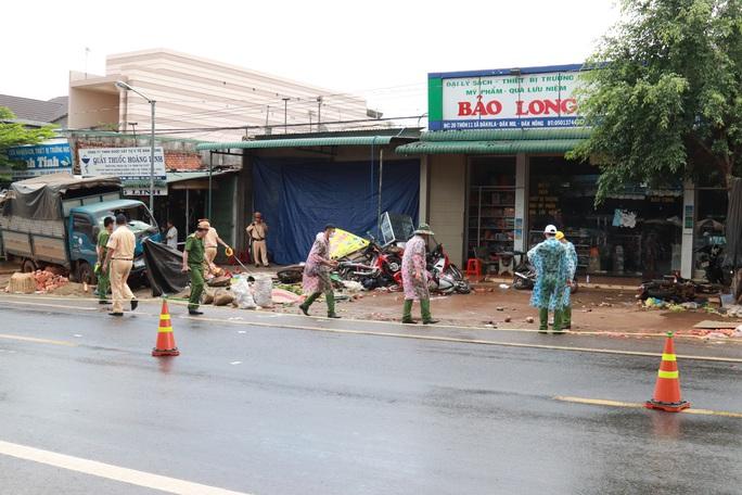 Tạm giữ tài xế gây tai nạn thảm khốc ở Đắk Nông, kiểm tra ma túy và độ cồn - Ảnh 4.