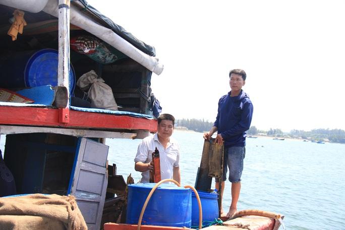 Ngư dân Quảng Ngãi trình báo tàu cá bị tàu Trung Quốc đâm hỏng, lấy tài sản ở Hoàng Sa - Ảnh 1.