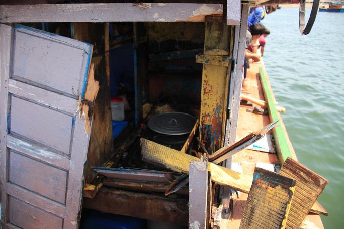 Ngư dân Quảng Ngãi trình báo tàu cá bị tàu Trung Quốc đâm hỏng, lấy tài sản ở Hoàng Sa - Ảnh 2.