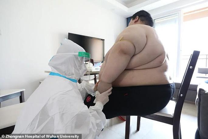 Thanh niên Trung Quốc cấp cứu do tăng 100 kg trong 5 tháng trốn dịch - Ảnh 3.