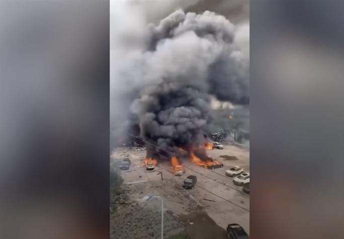 Trung Quốc: Xe bồn chở dầu nổ kinh hoàng, gần 140 người thương vong - Ảnh 1.