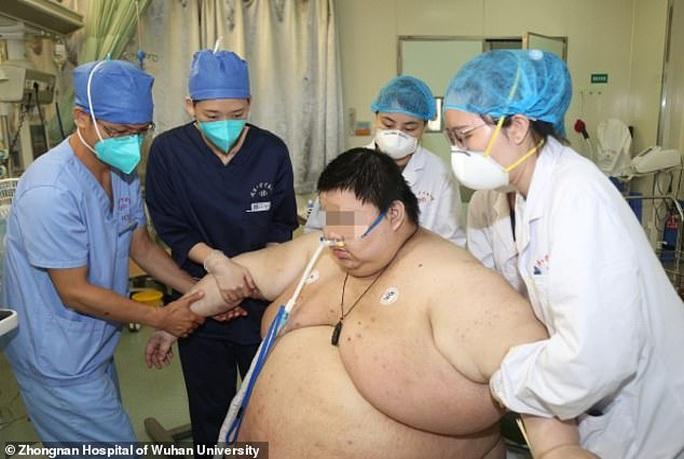 Thanh niên Trung Quốc cấp cứu do tăng 100 kg trong 5 tháng trốn dịch - Ảnh 4.