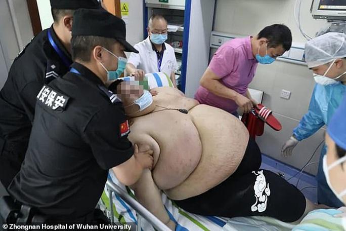 Thanh niên Trung Quốc cấp cứu do tăng 100 kg trong 5 tháng trốn dịch - Ảnh 5.