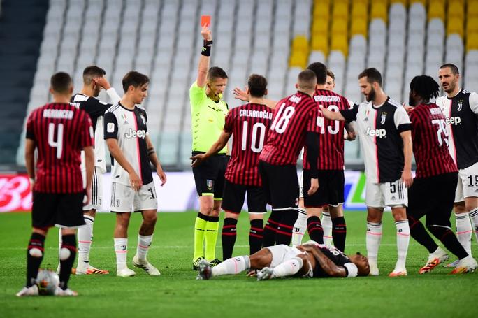 Ronaldo hỏng phạt đền, Juventus phá kỷ lục dự chung kết Coppa Italia - Ảnh 6.