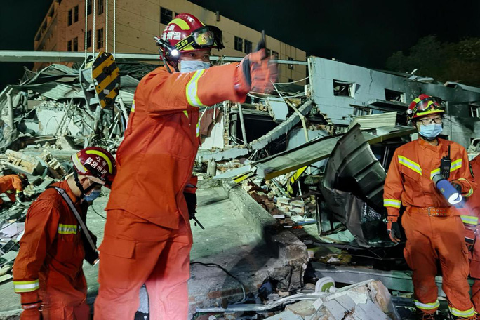 Thêm 8 người chết, gần 70 người bị thương trong vụ nổ xe bồn tại Trung Quốc - Ảnh 4.