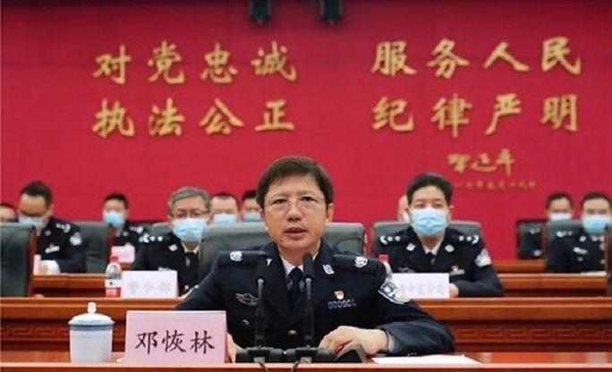 Đất dữ Trùng Khánh nóng trở lại, giám đốc công an ngã ngựa - Ảnh 1.