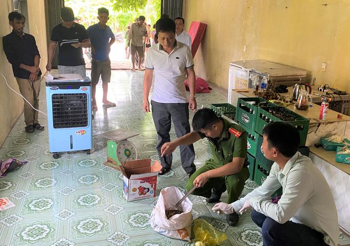 Cặp tình nhân dùng chất độc Xyanua trộm gần nửa tấn chó - Ảnh 2.