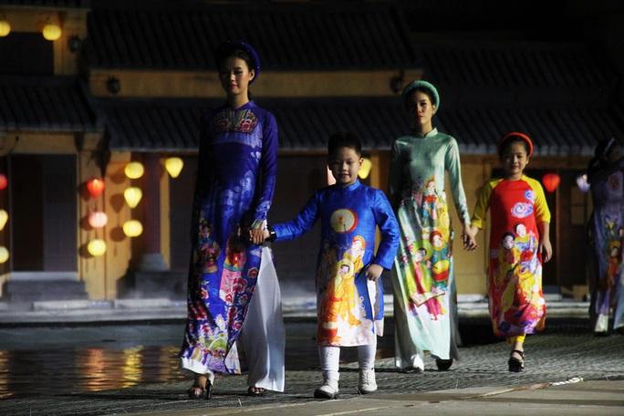 Mãn nhãn 18 bộ sưu tập áo dài danh thắng Việt Nam trên sân khấu Ký Ức Hội An - Ảnh 6.