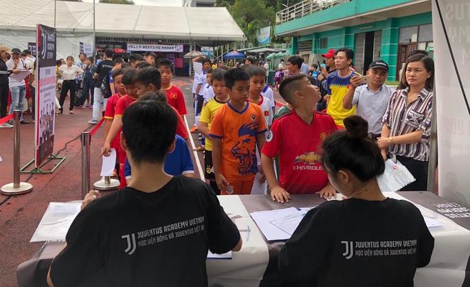 500 cầu thủ nhí so tài, hy vọng lọt vào học viện Juventus Việt Nam - Ảnh 4.