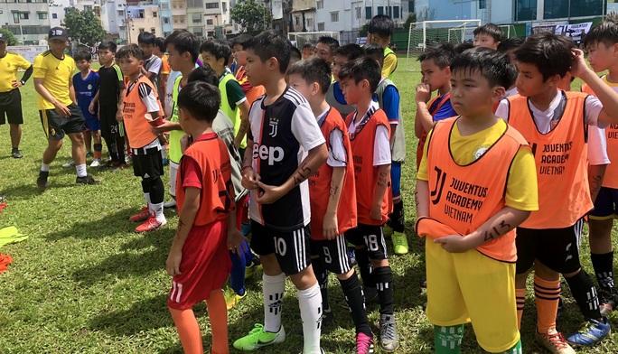 500 cầu thủ nhí so tài, hy vọng lọt vào học viện Juventus Việt Nam - Ảnh 2.