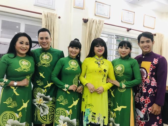 Nghệ sĩ Thanh Hằng đem tiếng hát đến trẻ em mồ côi - Ảnh 4.