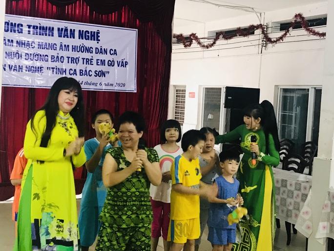 Nghệ sĩ Thanh Hằng đem tiếng hát đến trẻ em mồ côi - Ảnh 6.