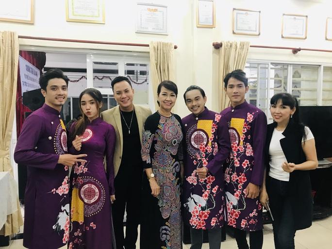 Nghệ sĩ Thanh Hằng đem tiếng hát đến trẻ em mồ côi - Ảnh 7.