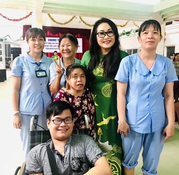 Nghệ sĩ Thanh Hằng đem tiếng hát đến trẻ em mồ côi - Ảnh 2.
