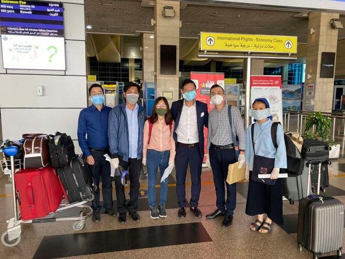 Sân bay Tân Sơn Nhất đón 266 người Việt từ Trung Đông về nước - Ảnh 1.
