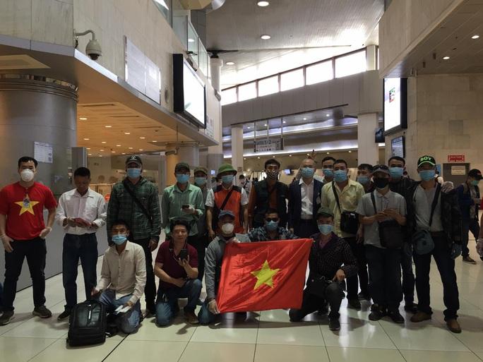 Sân bay Tân Sơn Nhất đón 266 người Việt từ Trung Đông về nước - Ảnh 3.